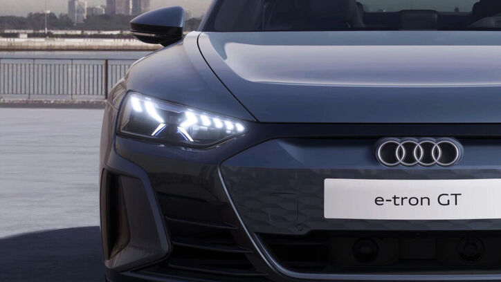 Audi e-tron GT quattro mit optionalen Matrix LED-Scheinwerfer
